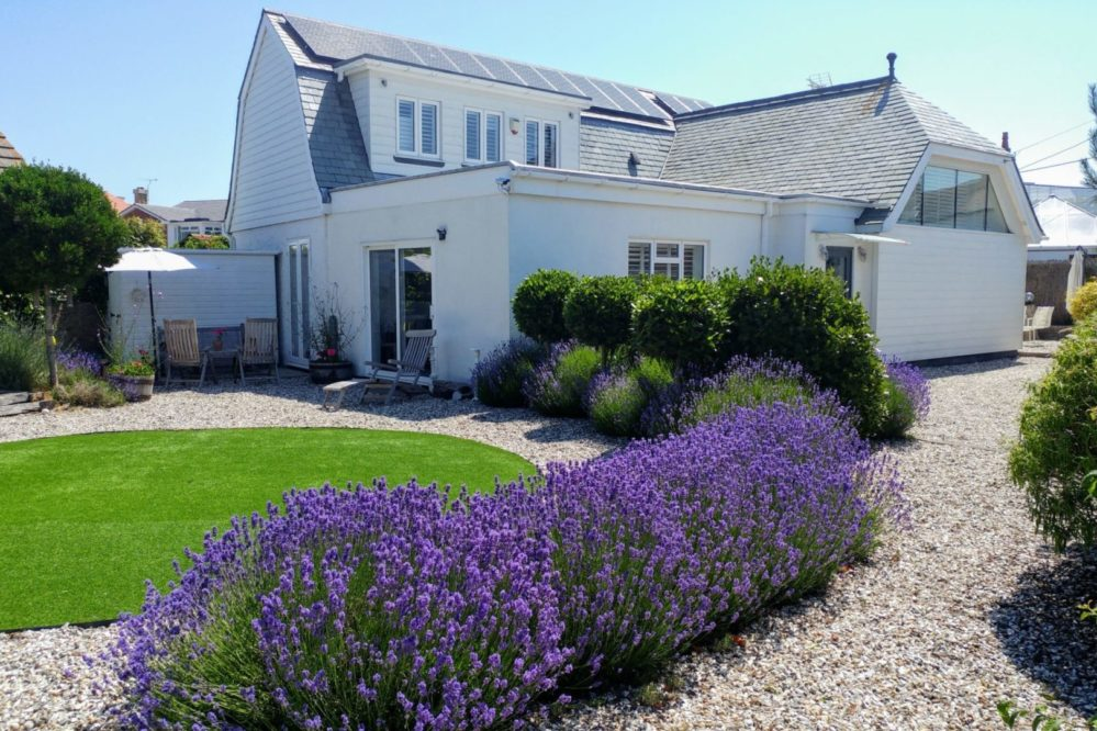 Sussex Coastal holiday cottage with Boston Baby grand piano & EV Charging