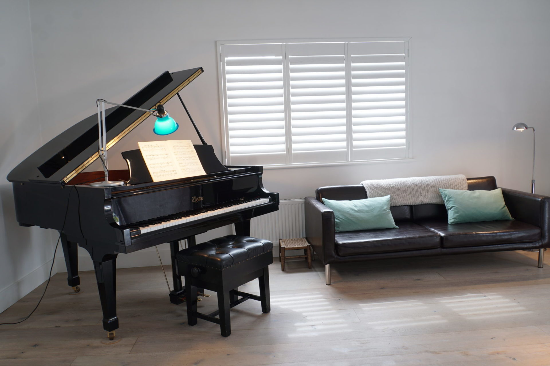 Holiday Cottage with Boston Baby Grand Piano
